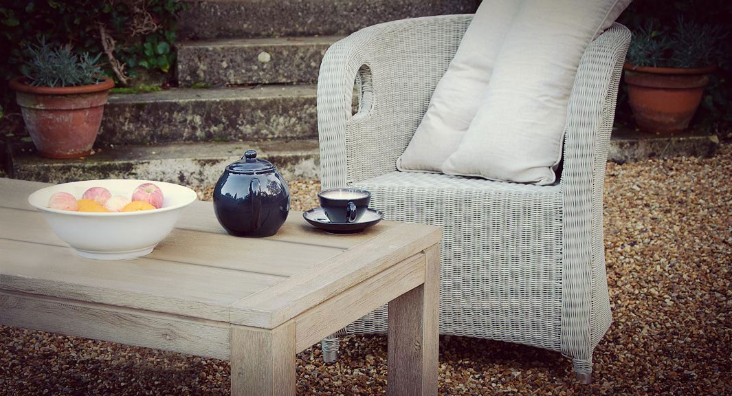 Redon table and Mirabeau chair stunning combination for the garden or the home.